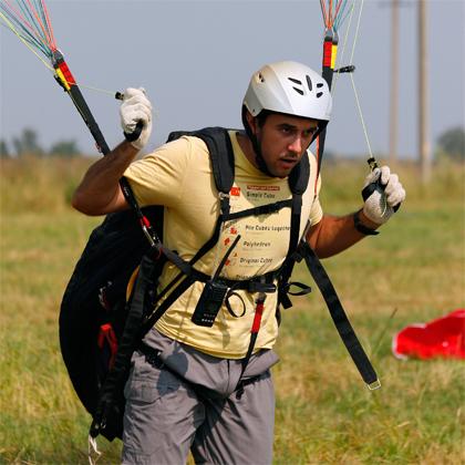тренируемся держать крыло в полетном положении