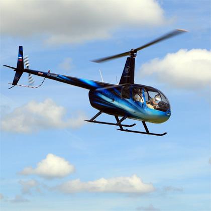 вертолет Robinson R44 в полете