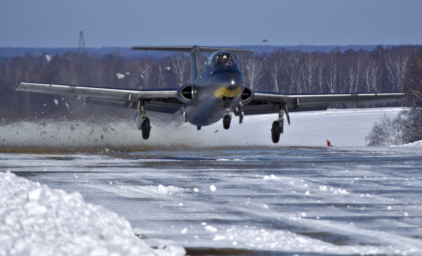 Пилотаж на самолете Л-29, полеты на реактивном самолете Л-29 ...