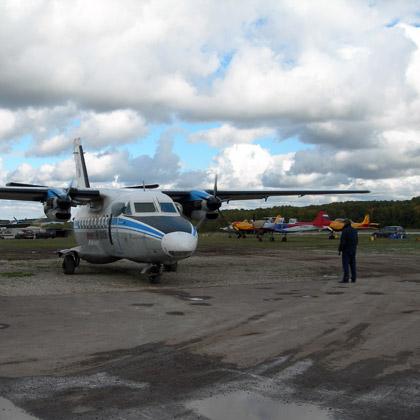 Л-410 с парашютистами снова готовится к взлету