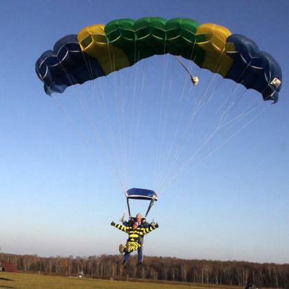 Прыжки с парашютом с инструктором: мягкая посадка