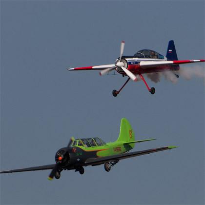 парный пилотаж Як-52 и Як-54
