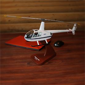 Авиационные сувениры, футболки и новогодние игрушки