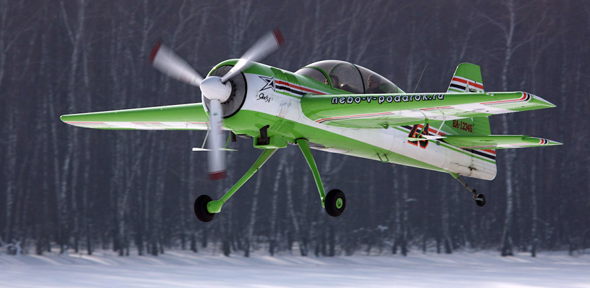 этот Як-54 базируется на аэродроме Северка